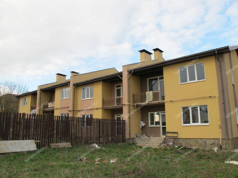 таунхаус на улице Васильковая деревня Кусаковка