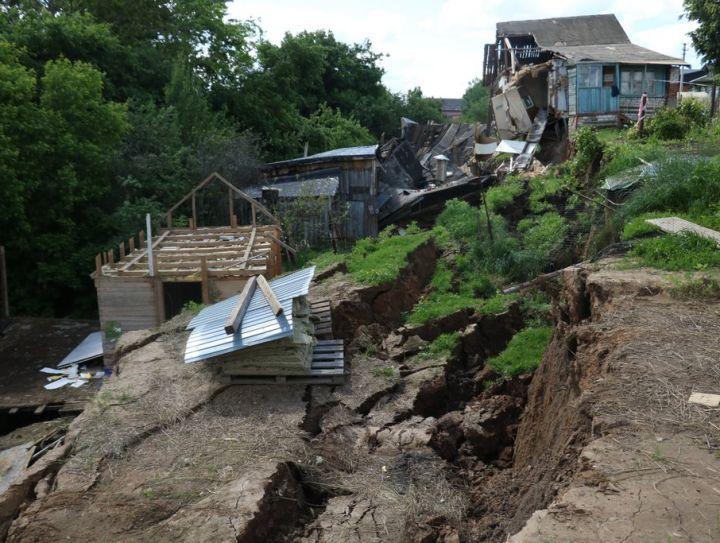 На краю пропасти: почему деревня Караулово уходит под землю?